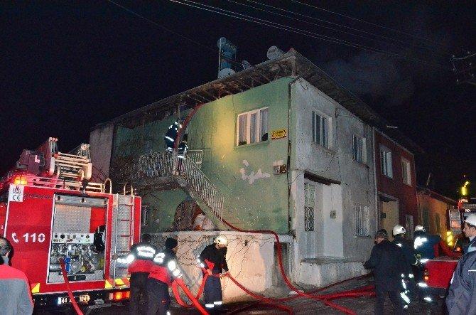 İki Katlı Kerpiç Evde Yangın