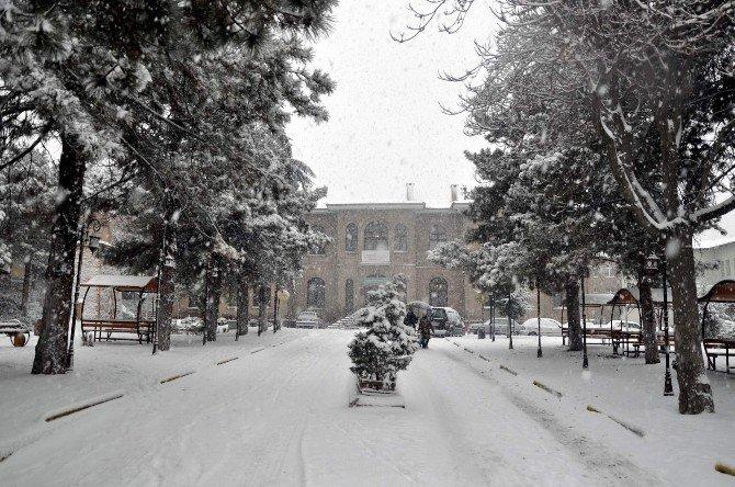 Nevşehir'de Kar Yağışı Etkili Olmaya Devam Ediyor