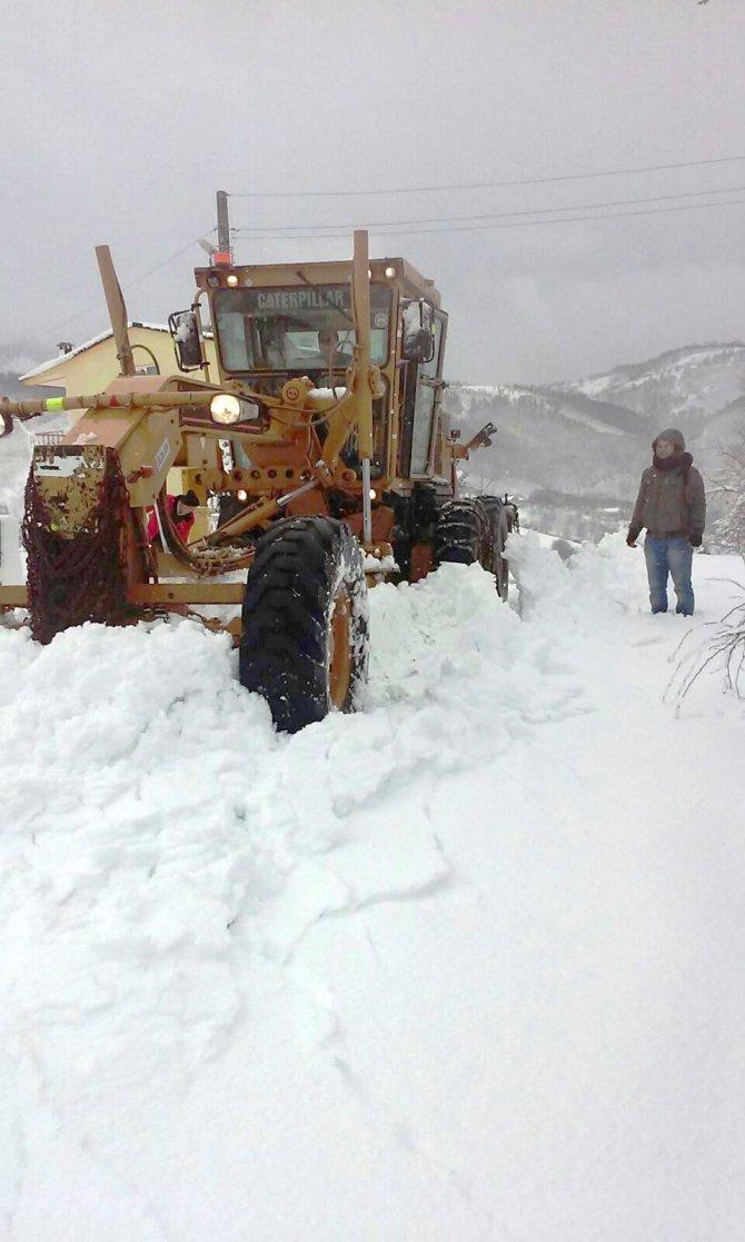 'Samsun'da kar nedeni ile kapalı köy yolu yok'