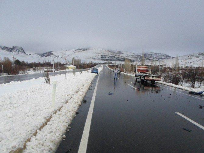 Sandıklı'da Trafik Kazası; 1 Ölü, 3 Yaralı
