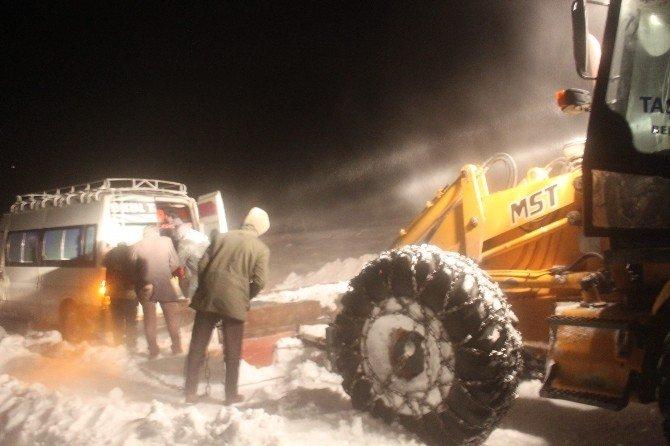 Taşlıçay'da Kar Ve Fırtına