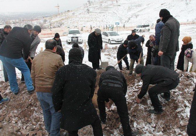 Terör Saldırısında Ölen Kadın Elazığ'da Toprağa Verildi