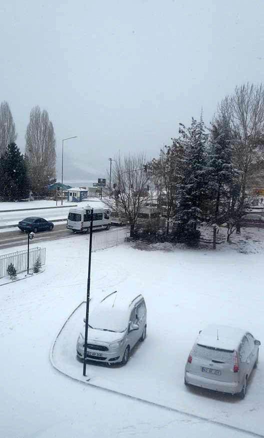 Tunceli'de mevsimin ilk karı yağdı: 270 köy yolu kapalı