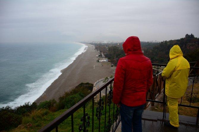 Antalya'da yağmur etkili oluyor