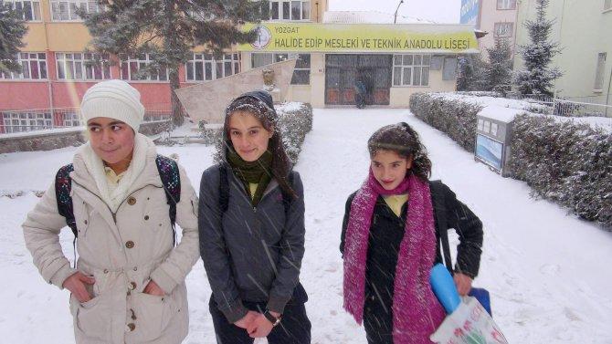 Yozgat'ta öğrenciler kar tatilini okullarına gidince öğrendi