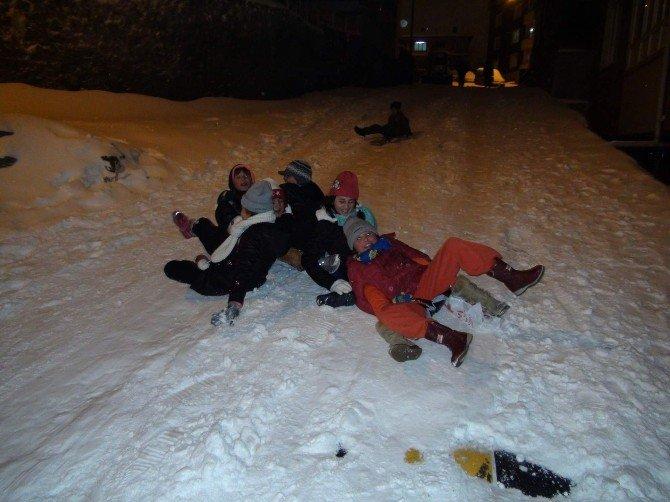 Yozgat'ta Kar Kimine Çile Kimine Eğlence Oldu