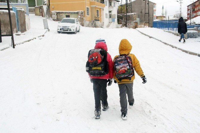 Yozgat'ta Kar Okulları Tatil Ettirdi