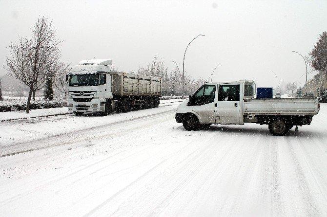 Konya'da Sürücülerin Karla İmtihanı