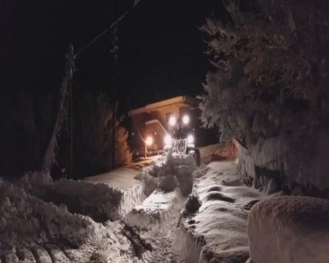 Köylerdeki kar Doğubayazıt'ı aratmadı, hastalar 9 saatte kurtarıldı