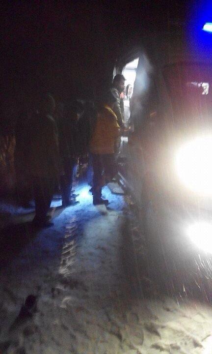 Buzlu yolda minibüs takla attı: 3'ü ağır 6 yaralı