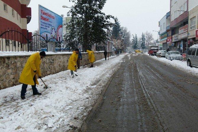Kahta Belediyesi'nin Karla Mücadelesi Sürüyor