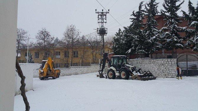 Akıncılar Beldesinde Kar Temizleme Çalışmaları Başladı