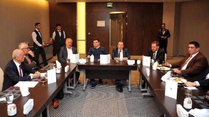 AKBB'den Jüri Üyelerine Yemek
