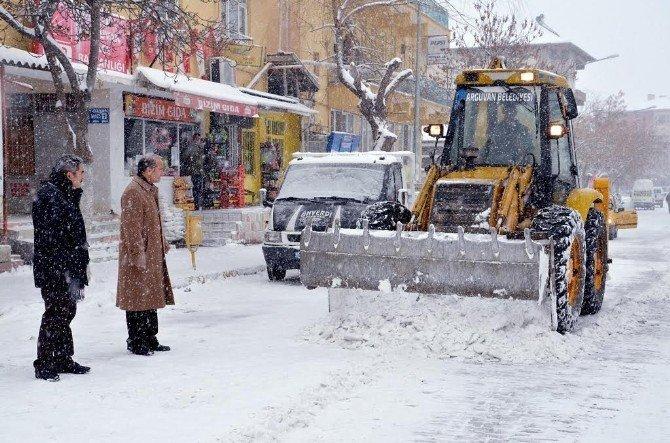Arguvan'da Karla Mücadele Sürüyor
