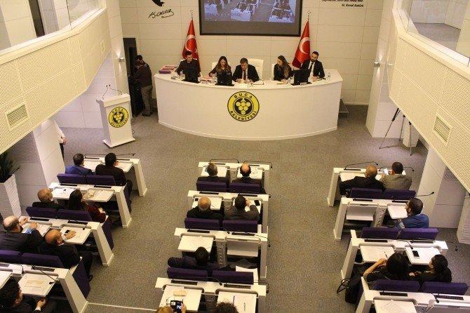 Buca Belediye Meclisi'nde 2 Bin Öğrenciye Para Yardımı Kararı