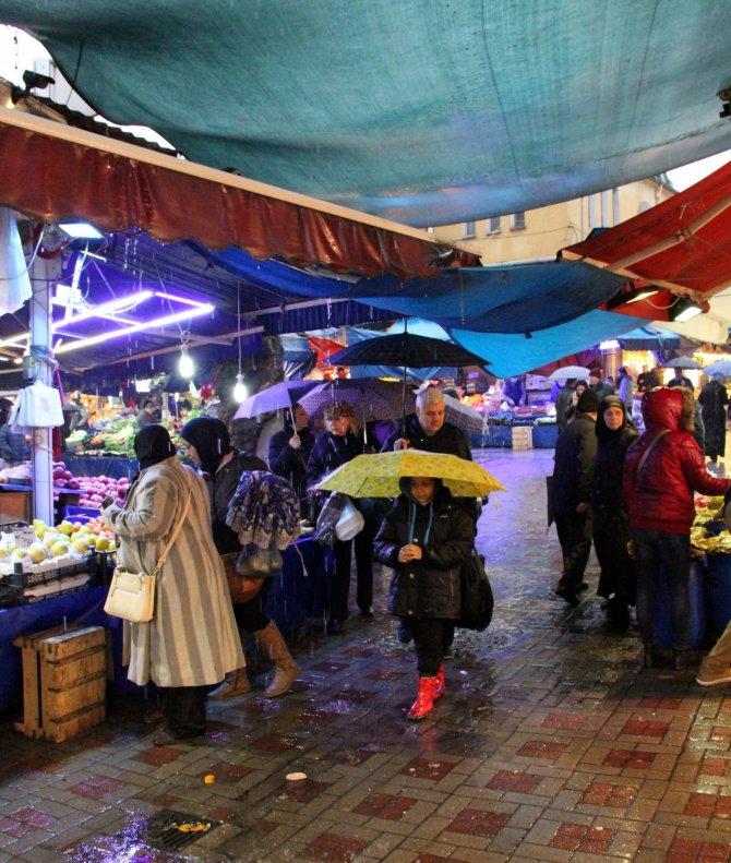 Bursa'da kar ve lodosun ardından yağmur etkili oluyor