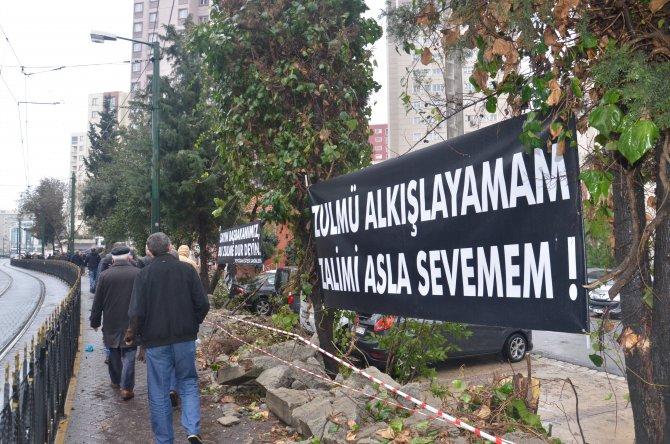 Sitenin yıkılan duvar yapılmazsa tapularını belediye başkanına verecekler