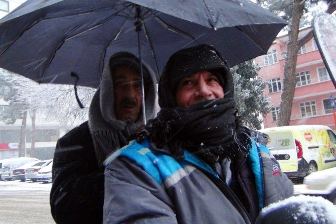 4 Yıldır Kar Hasreti Çeken İslahiye'de Kar Sevinci