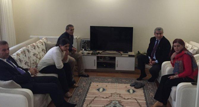 CHP'den Berkin Elvan'ın ailesine 'ekmek'li ziyaret