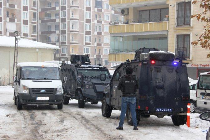 DBP'nin Diyarbakır ve Muş binalarına polis baskın yaptı