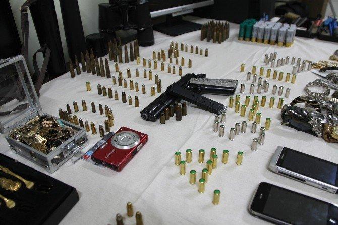 Didim'de Polisten Kaçmaya Çalışan Hırsızlık Şüphelileri Yakalandı