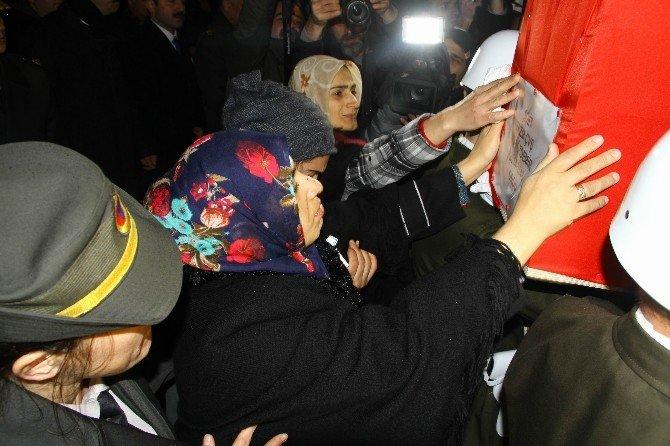 """Şehit Eşi Leyla Özdemir: """"Sen Gittin, Oğlun Gelir Aşkım, """"Ne Mutlu Bana Ki Şehit Eşiyim"""""""