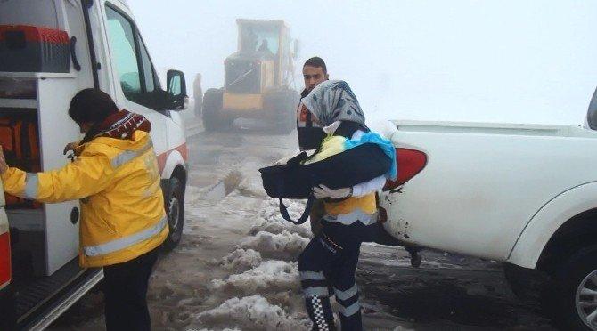Şanlıurfa'da Kar Nedeniyle Mahsur Kalan Çok Sayıda Hasta Hastaneye Ulaştırıldı