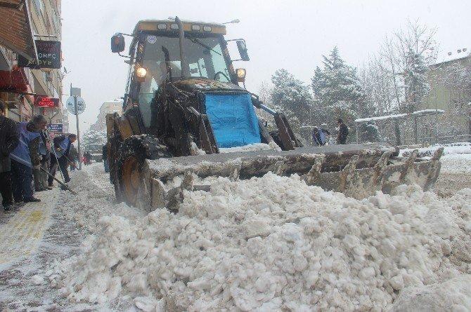 Elazığ'da Kar Nedeniyle 315 Köy Yolu Kapandı
