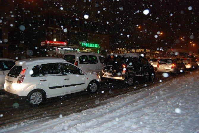 Gaziantep'te Aşırı Kar Trafiği Felç Etti