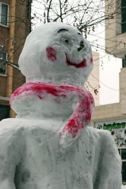 Kar Sevinci Yaşayan Esnaf Kardan Kız Yaptı
