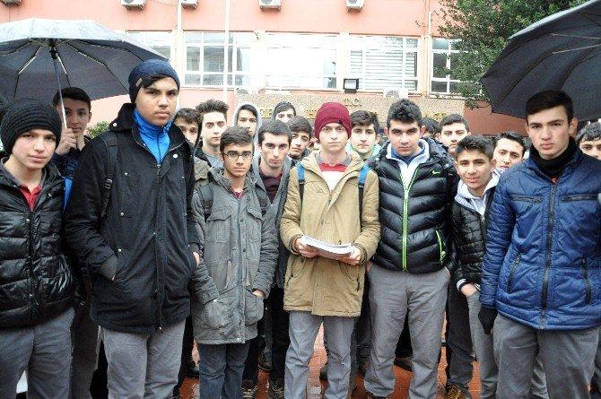 Okulda Taciz İddiası Sonrası Görevden Alınan Öğretmene Öğrencilerinden Destek