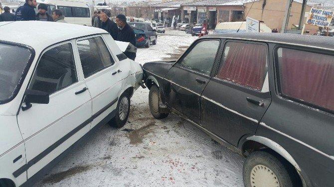 Gölbaşı İlçesinde 6 Araç Zincirleme Kaza Yaptı