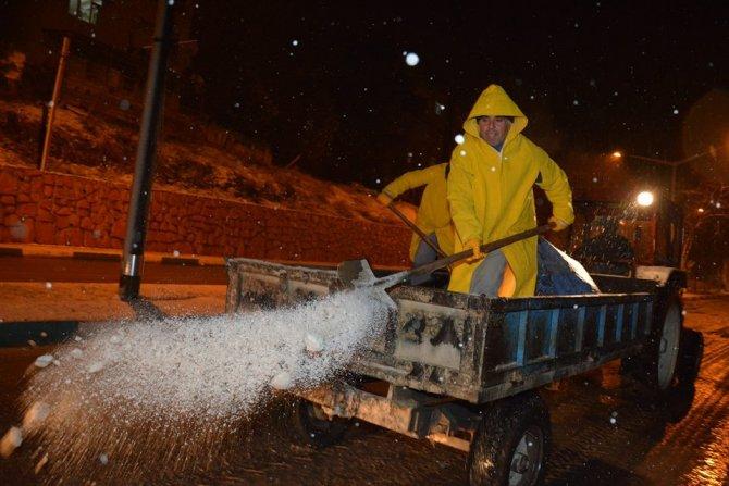 Kırıkhan'da kar nedeniyle okullar tatil edildi