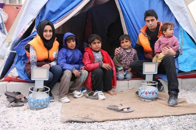 Suriyeliler yardımlar ile ısınıyor