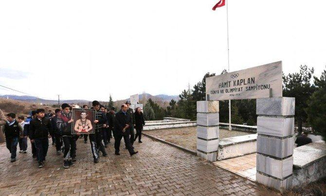 Olimpiyat Şampiyonu Hamit Kaplan Mezarı Başında Anıldı