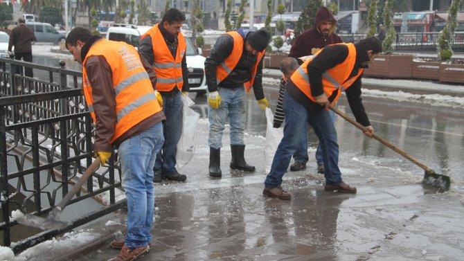 Hatay'da kar temizleme çalışması