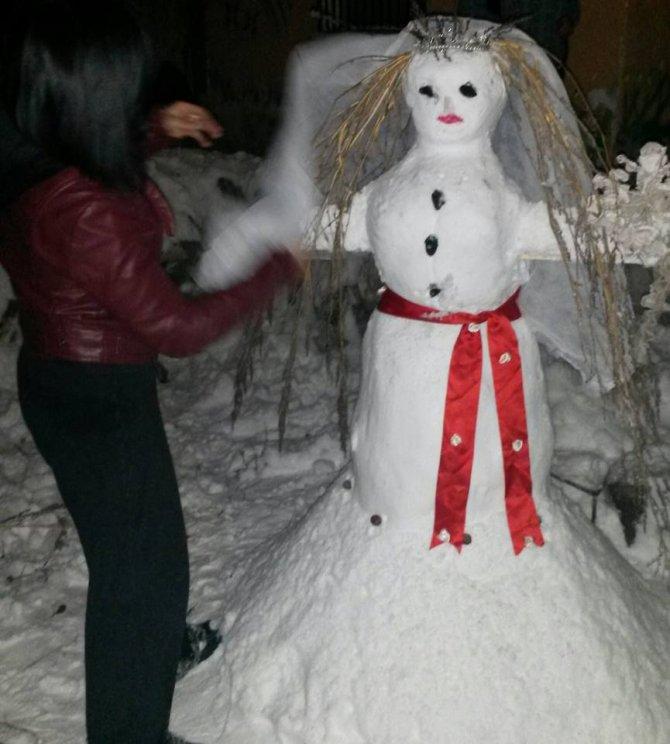 Telli duvaklı kardan gelin