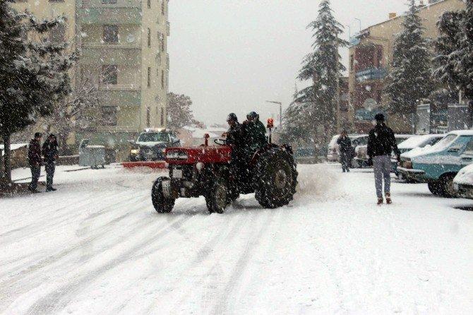 Traktör Sürücüsünden Tehlikeli Drift