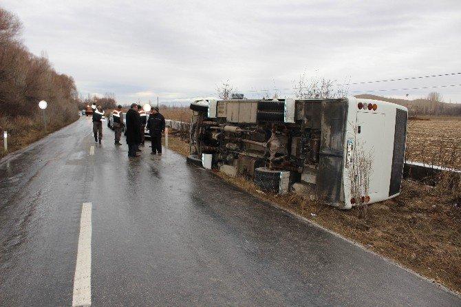 Ereğli'de Servis Aracı Devrildi: 4 Yaralı