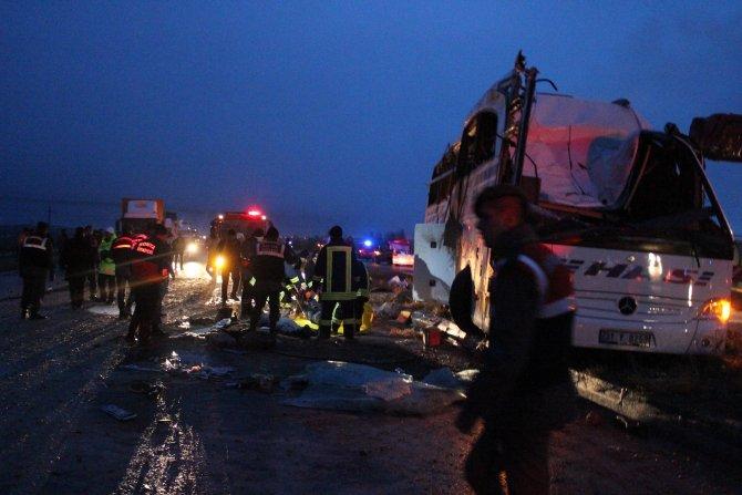 Konya'da feci kaza: 6 ölü, 24 yaralı