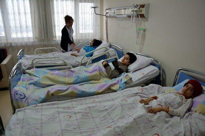 Doğuştan Dört Çocuğu Da Hasta Olan Afganlı Aileye Devlet Yardım Elini Uzattı