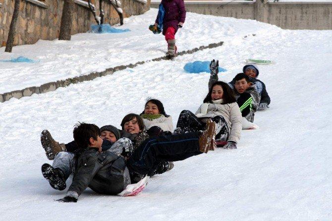 Kapadokya'da Karın Keyfini Turistler Çıkardı