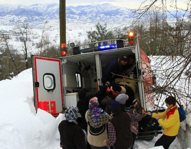 70 Yaşındaki Obez Hastası Kar Paletli Ambulansla Kurtarıldı