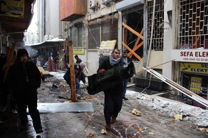 Şanlıurfa'da Kar Ağırlığına Dayanamayan Sundurmalar Çöktü