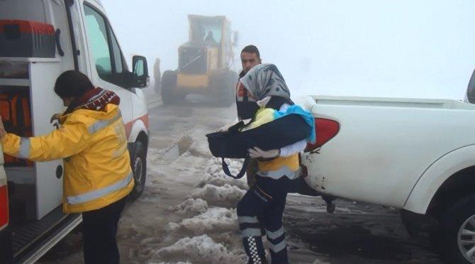 Kar, Şanlıurfa'da ulaşımı felç etti hastalar yolda kaldı