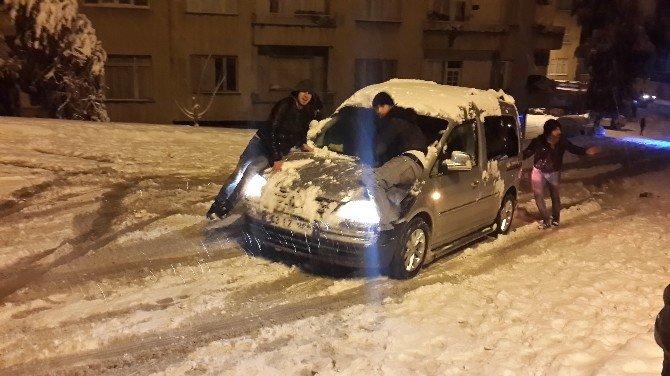 Kar Şoförlere Çile Gençlere İse Eğlence Oldu