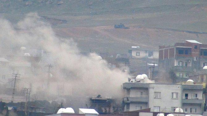 Asker Yafes Mahallesi'ne girdi, barikatlar kaldırılıyor
