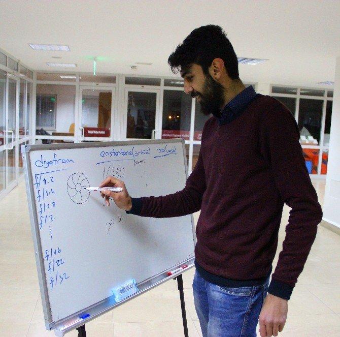 Sosyal Medya Kulübü'nden Üyelerine Özel Atölye Dersleri