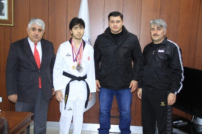 Sorgun Belediye Başkanı Şimşek, Şampiyon Tekvandocuyu Makamında Kabul Etti