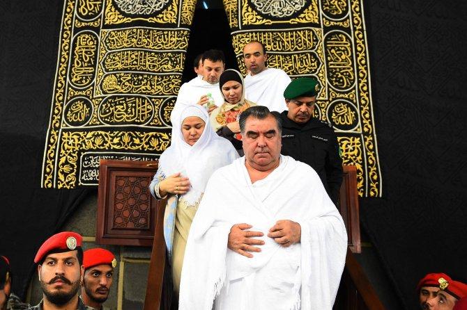 Umre yapan Rahman'a Kral Selman'ın emriyle Kabe'nin kapısı açıldı